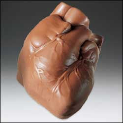Фигурное сердце из шоколада. Источник фото https://www.bluelips.com/pd_chocolate_heart.cfm