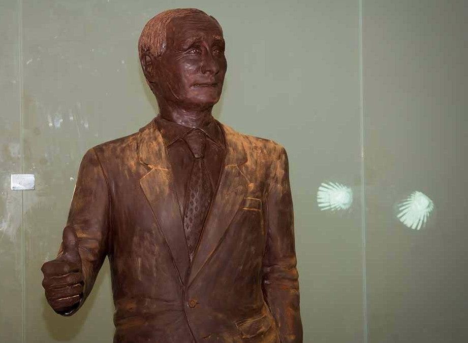 Шоколадная фигура Владимира Путина