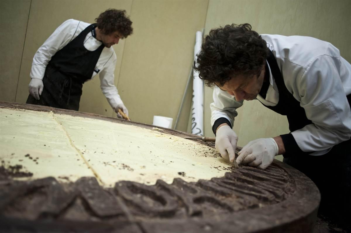 Самая большая в мире шоколадная монета
