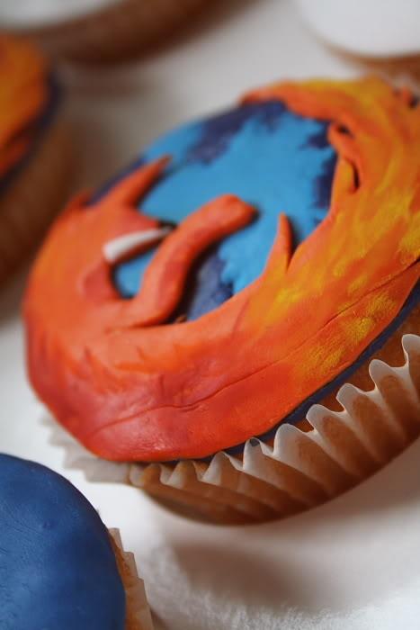 Пирожное с логотипом Mozilla Firefox