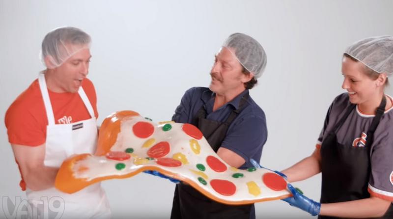 В США приготовили огромную мармеладную пиццу