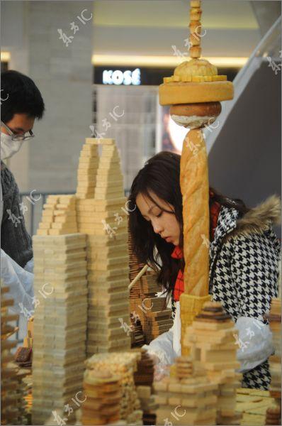 Город небоскребов Шанхай из печенья и вафель