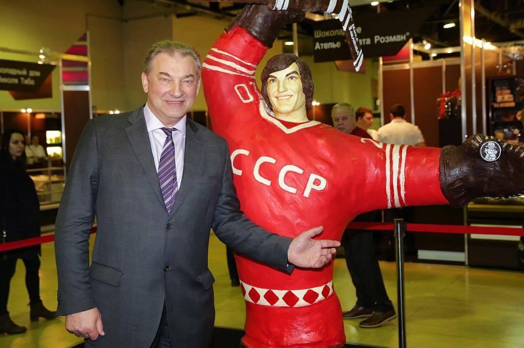 Шоколадная фигура Владислава Третьяка