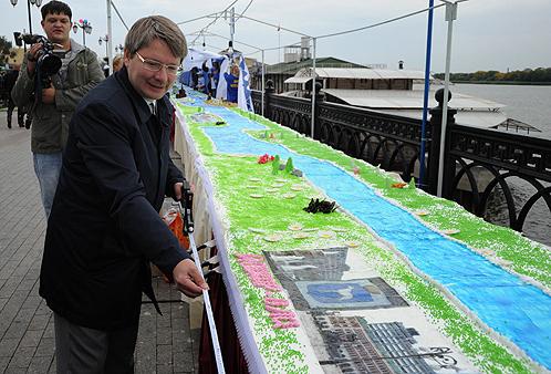 Самый большой торт испекли в Астрахани
