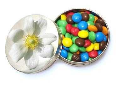 Конфеты в круглых металлических баночках с логотипом
