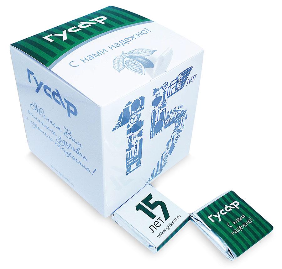 Вкусности в картонных коробочках с логотипом