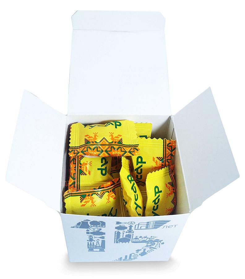Леденцы в картонной коробочке